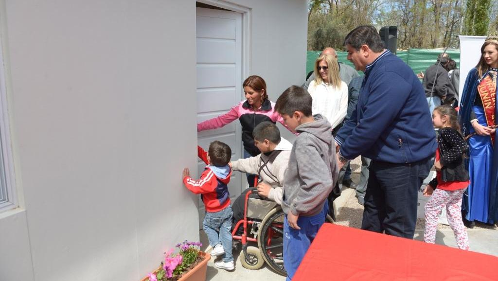 La-comuna-y-Vendimia-Solidaria-donaron-una-vivienda