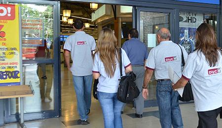 Mendoza 8-2-2013  El Ministerio de Agroindustria  realizó un operativo de control de precios en el hipermercado Carrefour
