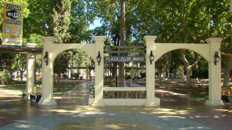 Plaza departamental de Santa Rosa.